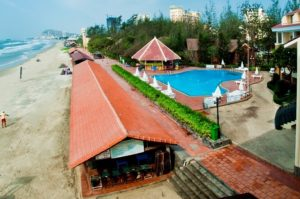 Dọn dẹp bờ biển với Resort Vũng Tàu Intourco