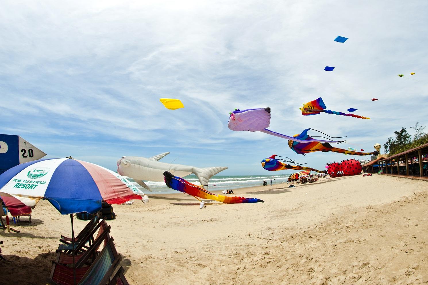 Lễ hội diều diễn ra tại bãi biển thuộc Intourco Resort Vũng Tàu