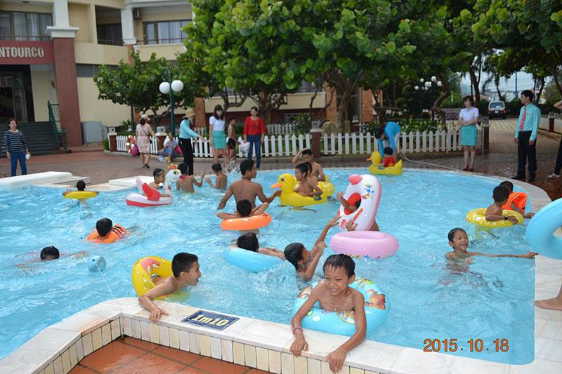 Vungtau Intourco resort - chung tay vì trẻ em cơ nhỡ.